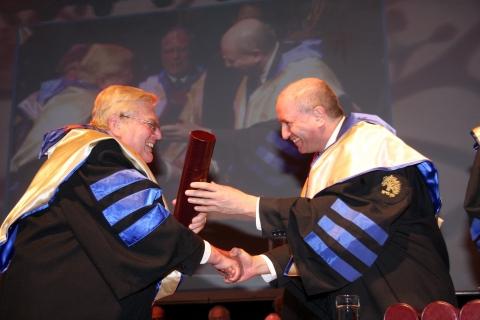 Lorry Lokey receiving his PhD honoris causa from Prof. Daniel Zajfman in 2008.