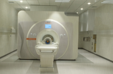 7-Tesla (7T) magnetic resonance imaging (MRI) system