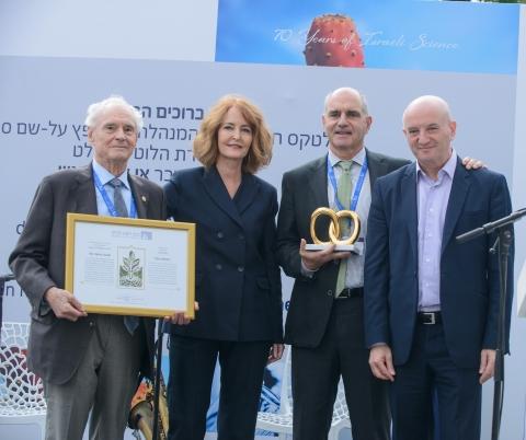 (L-R) Ted Teplow, Shulamit Geri, David Teplow, Prof. Daniel Zajfman