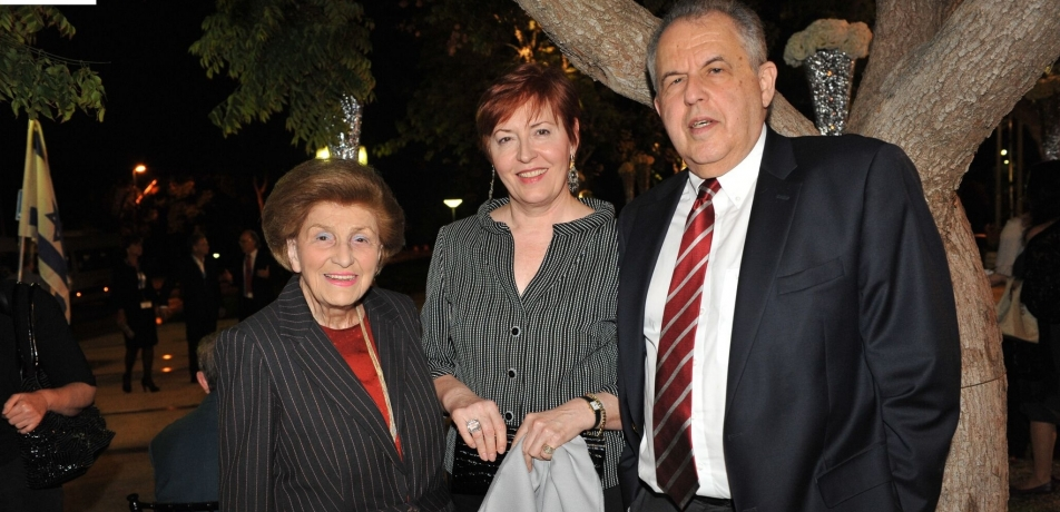 Andrea Klepetar Fallek (left) with former Institute President Prof. Haim Harari and his wife Elfi.