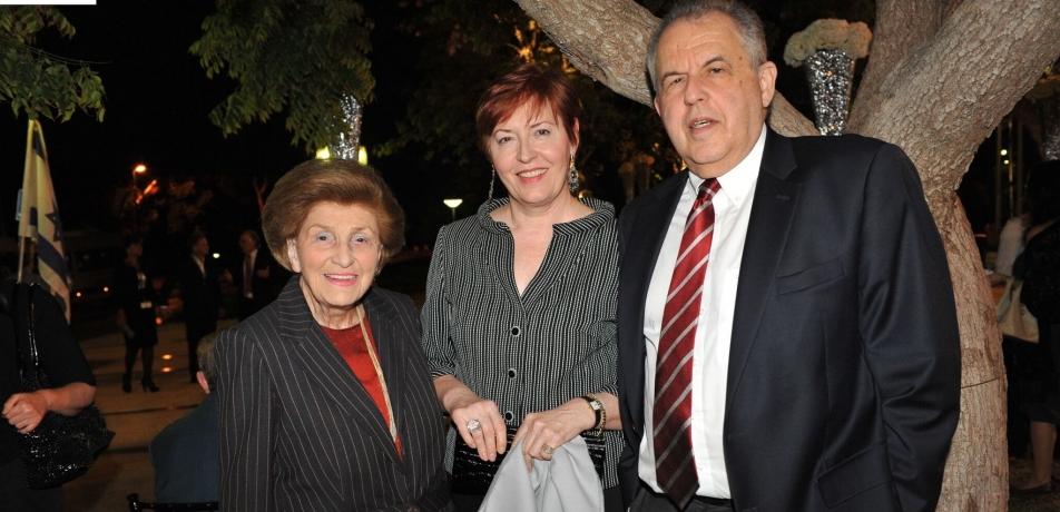 Andrea Klepetar Fallek (left) with former Institute President Prof. Haim Harari and his wife Elfi.
