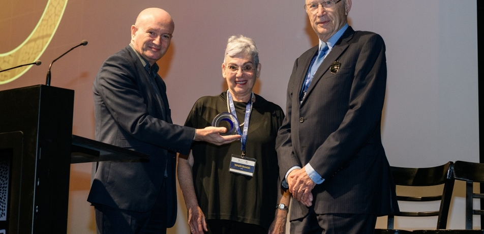 L to R: Prof. Daniel Zajfman, Dita Bronicki and Yehuda Bronicki