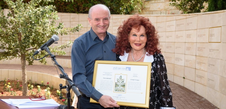 (L-R) Weizmann Institute President Prof. Daniel Zajfman presented Tova Leidesdorf with a scroll of appreciation at a ceremony on campus during the mission.