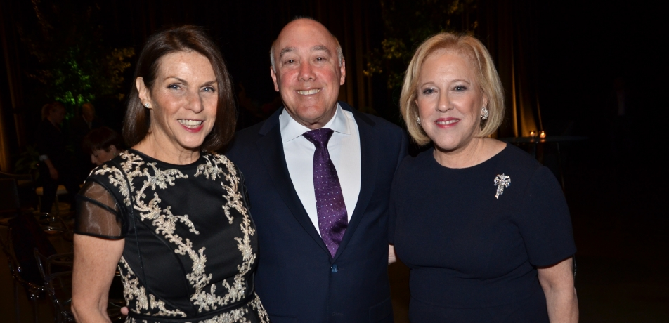 (L-R) Midwest Gala Co-Chairs and President's Circle members Janet and Steven Anixter and JoAnn Anixter Silva.
