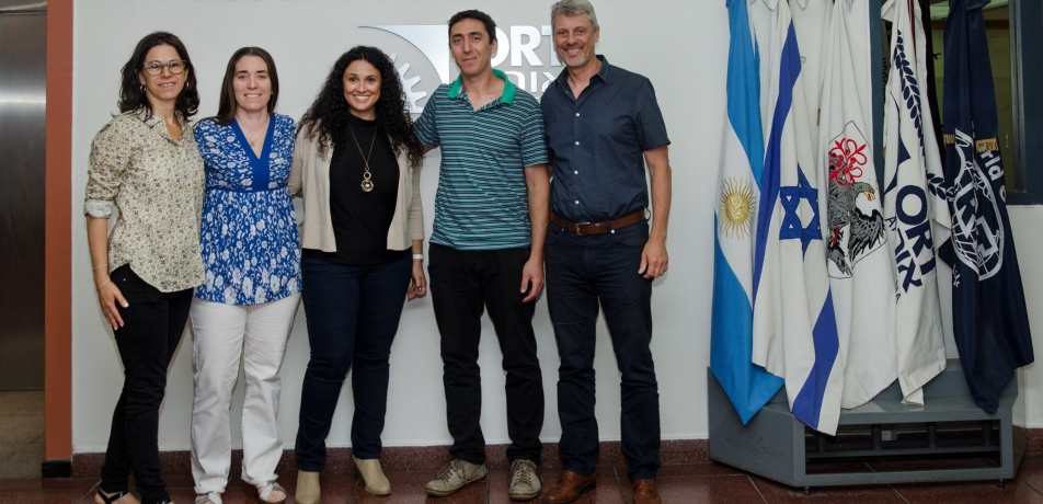 Florencia Arbiser (left), director of the Friends Association in Argentina and Prof. Karina Yaniv (center) with officials and teachers from ORT Argentina.
