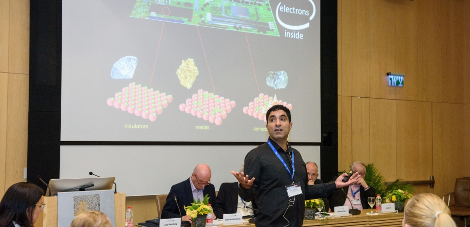 Prof. Shahal Ilani addressing the International Board.