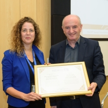 Prof. Nirit Dudovich of the Department of Physics of Complex Systems receives the Helen and Martin Kimmel Award for Innovative Investigation.