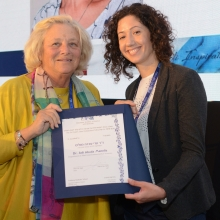Dame Vivien Duffield presents a Clore Postdoctoral Fellowship to Dr. Adi Abada Manelis, at the November 2018 International Board.