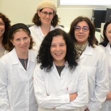 Team MabTrix: L-R: Dr. Daphna Miron, Dr. Moran Grossman, Dr. Dorit Landstein, Prof. Irit Sagi, Dr. Polina Toidman-Rabinovich. At back: Navah Figov.