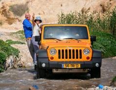 2013 - Lab Trip: Jeeps in the Judean Desert
