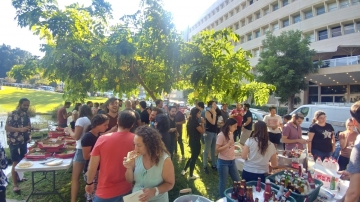 Lab Warming Party To The MCB Dept. By Dr. Yonatan Stelzer Lab picture no. 5