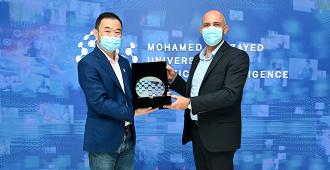 (l-r) MBZUAI President, Professor Eric Xing and President of the Weizmann Institute, Professor Alon Chen in Abu Dhabi