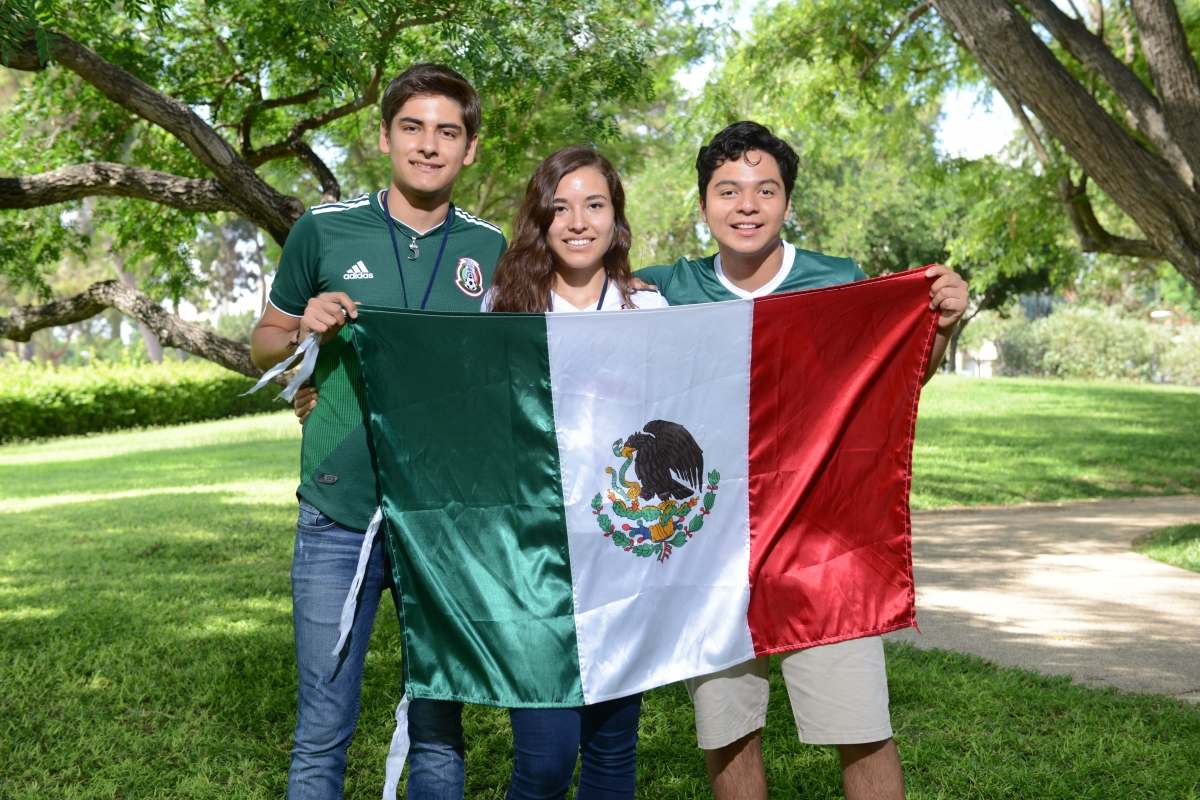 Mexican students at the Dr. Bessie Lawrence International Summer Science Institute (ISSI) in 2018. From left to right: Héctor Gómez, Diana Rodríguez and Ramón Castaneda Cerdan