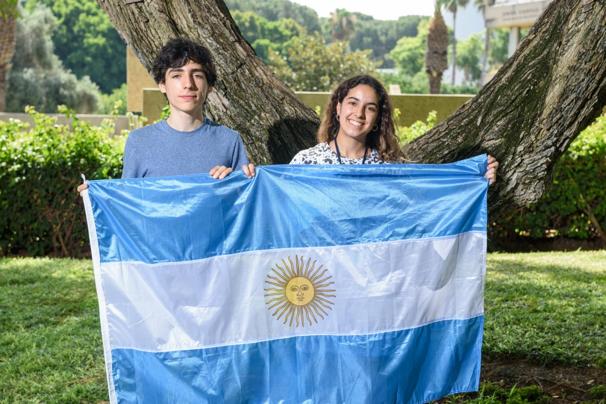 Argentinean students Santiago Aranguri and María Clara Miserendino at the Dr. Bessie Lawrence International Summer Science Institute (ISSI) in 2018.